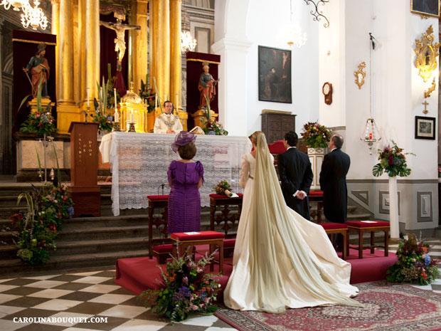 Decoraci n de iglesias para bodas en granada decorar iglesia for Sillas para novios en la iglesia