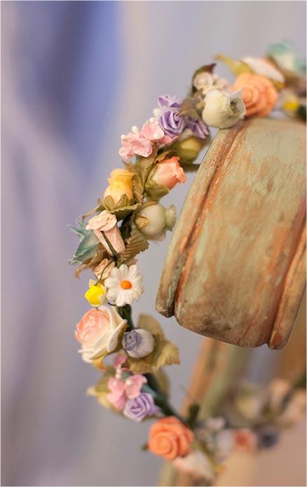 diadema flores variadas colores pastel