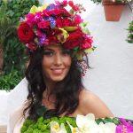 Diadema con muchas flores