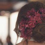 diadema en tonos morados para fiestas y bodas