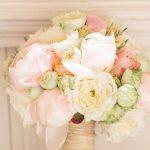 ramo de flores en colores pastel