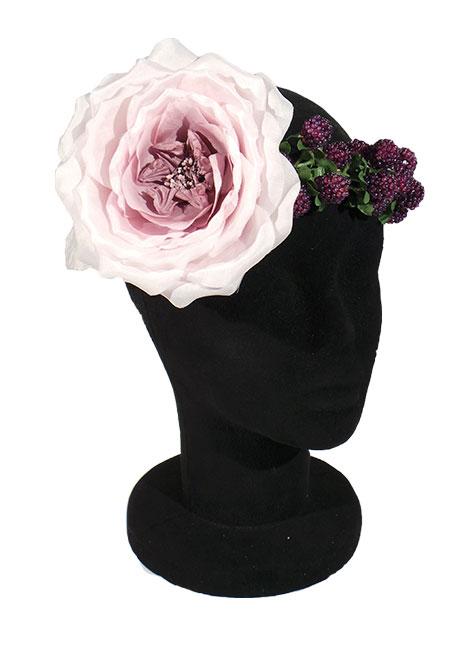 corona de flores con flor grande