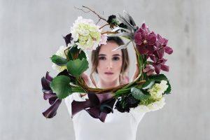 Corona de flores de reportaje de revista by Carolina Bouquet
