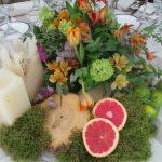 decoración con flores y cítricos para centros de mesa de bodas y eventos