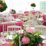 centros de mesa con plantas y flores altas