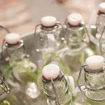 decoración vintage con botellas antiguas