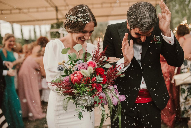 reportaje de boda ramo de novia rojos y amarillos en Granada