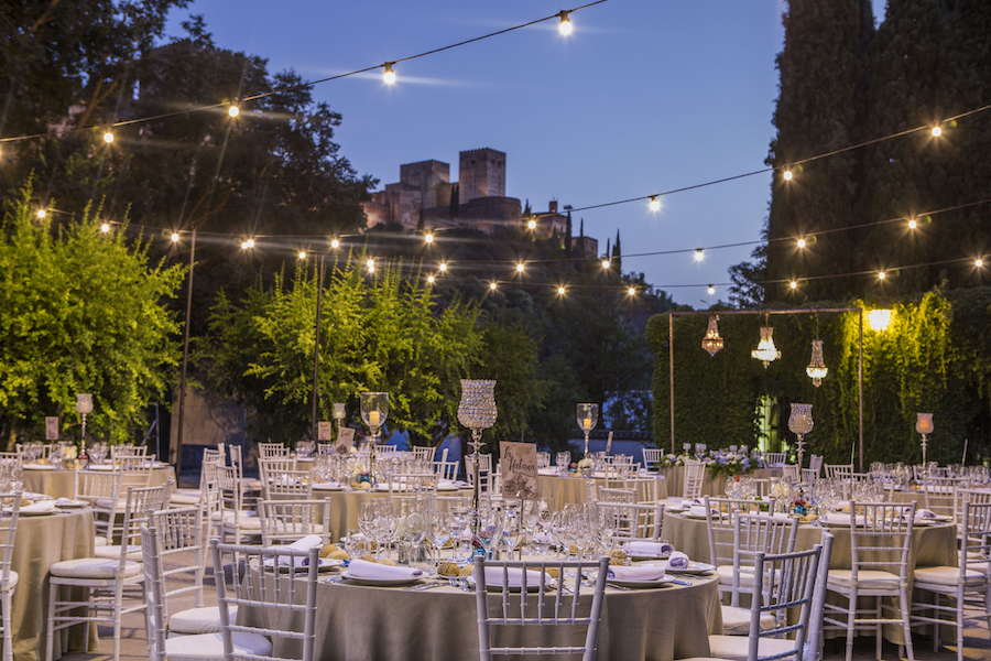 iluminación de exteriores en bodas al aire libre en Granada