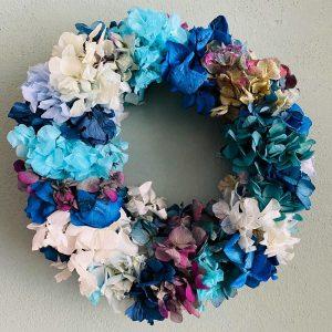 Corona pared de hortensias liofilizadas / preservada en tonos azules